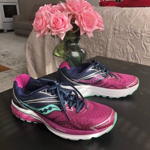 Saucony Everun size 7 in berry